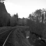 Järnväg utmed å